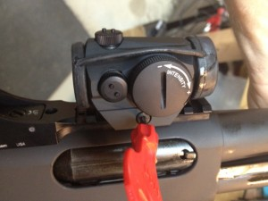 A 2 MOA Aimpoint H1 Micro red dot sight is secured to the rail.